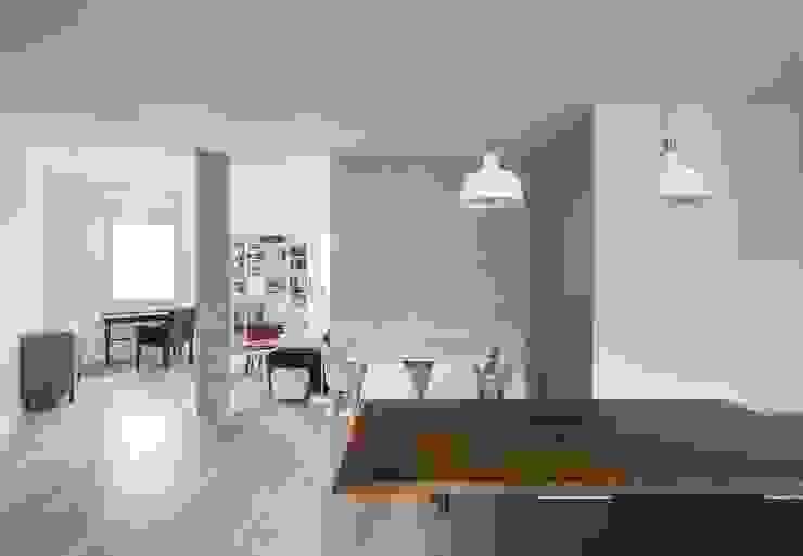 Dining room by LLIBERÓS SALVADOR Arquitectos, Minimalist