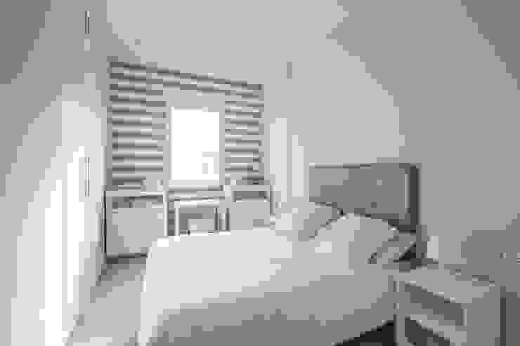 Bedroom by LLIBERÓS SALVADOR Arquitectos, Mediterranean