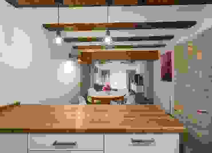 Nhà bếp phong cách mộc mạc bởi LLIBERÓS SALVADOR Arquitectos Mộc mạc
