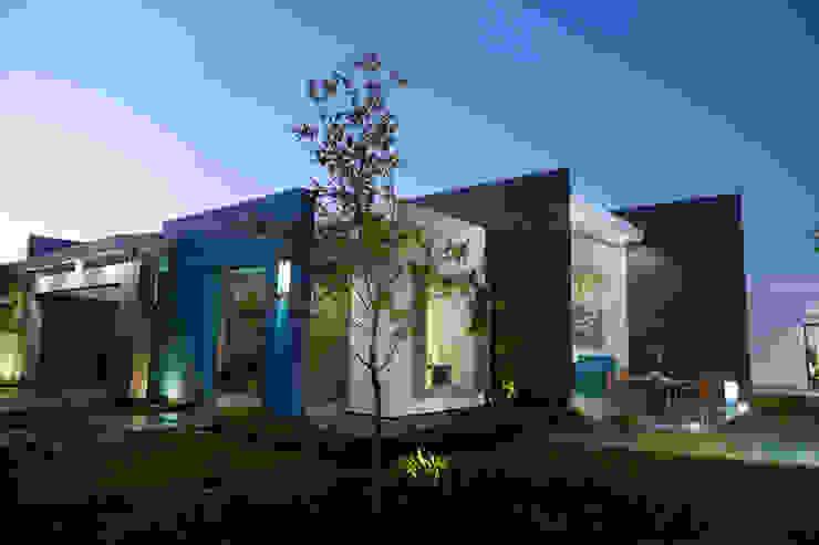 fachada exterior: Casas de estilo  por arketipo-taller de arquitectura, Minimalista