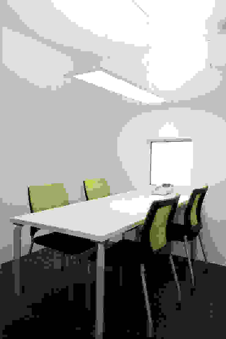 応接室 オリジナルデザインの 多目的室 の ニュートラル建築設計事務所 オリジナル