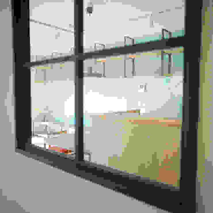 TO-YO-CHO Renovation モダンな 窓&ドア の AIDAHO Inc. モダン