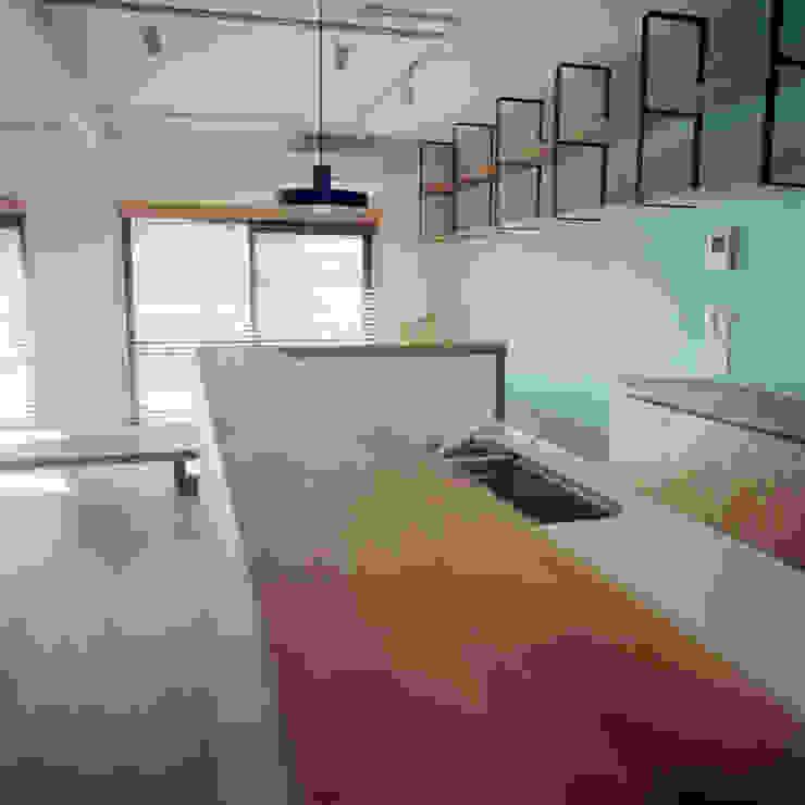 TO-YO-CHO Renovation モダンな キッチン の AIDAHO Inc. モダン