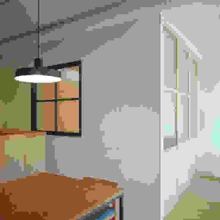 TO-YO-CHO Renovation モダンスタイルの寝室 の AIDAHO Inc. モダン
