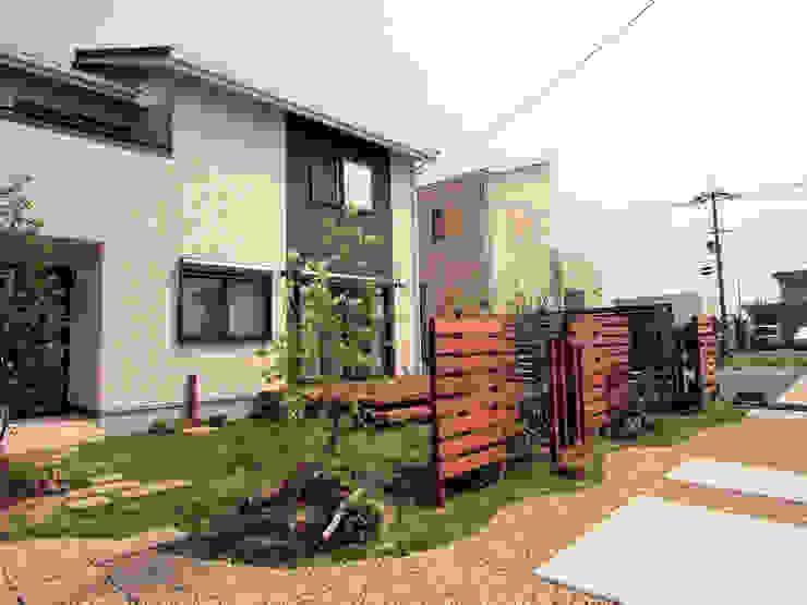 プライベートな空間を楽しむ芝庭 オリジナルな 庭 の 匠ガーデン オリジナル