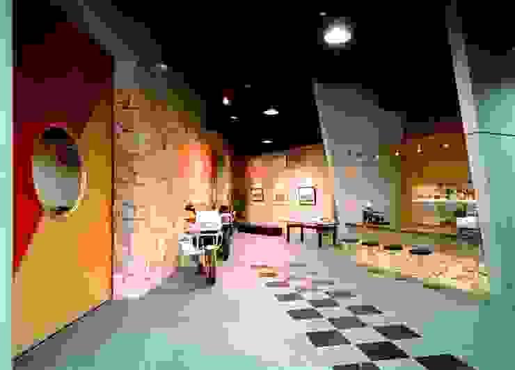 壁 オリジナルな 壁&床 の 株式会社 t2・アーキテクトデザイン 一級建築士事務所 オリジナル 石