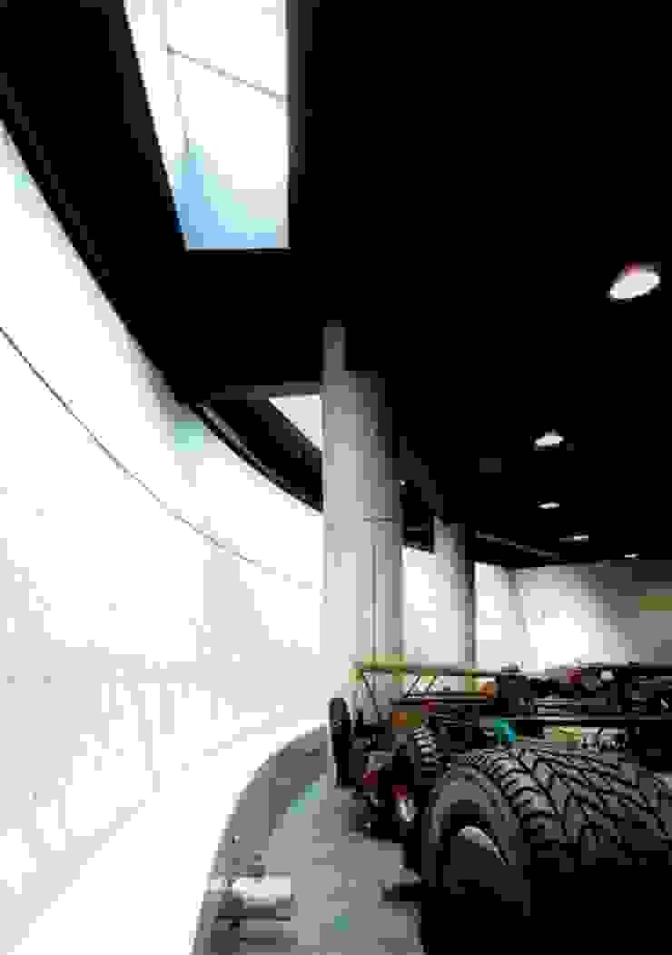 円柱 オリジナルデザインの 多目的室 の 株式会社 t2・アーキテクトデザイン 一級建築士事務所 オリジナル コンクリート
