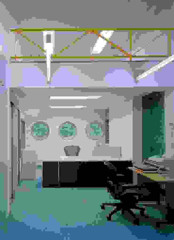 オフィス オリジナルデザインの 書斎 の 株式会社 t2・アーキテクトデザイン 一級建築士事務所 オリジナル コンクリート