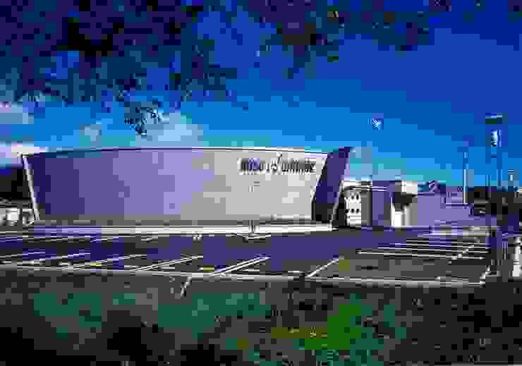 駐車場 オリジナルな 家 の 株式会社 t2・アーキテクトデザイン 一級建築士事務所 オリジナル コンクリート