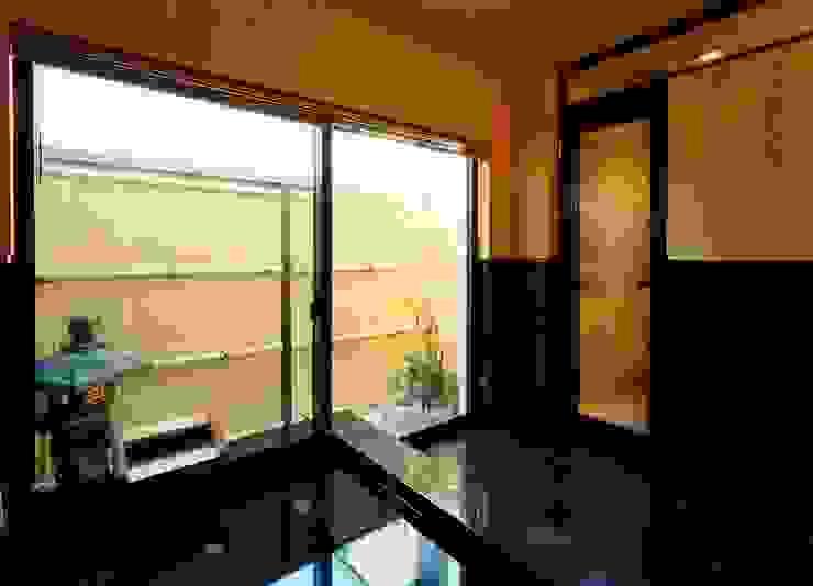 浴室 モダンスタイルの お風呂 の 株式会社 t2・アーキテクトデザイン 一級建築士事務所 モダン 石