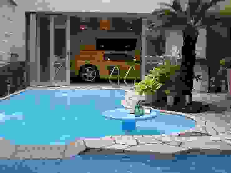 株式会社 t2・アーキテクトデザイン 一級建築士事務所 Modern pool Concrete Blue