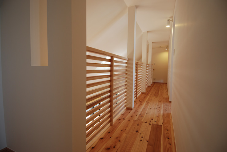 Eclectic style corridor, hallway & stairs by 株式会社PLUS CASA Eclectic