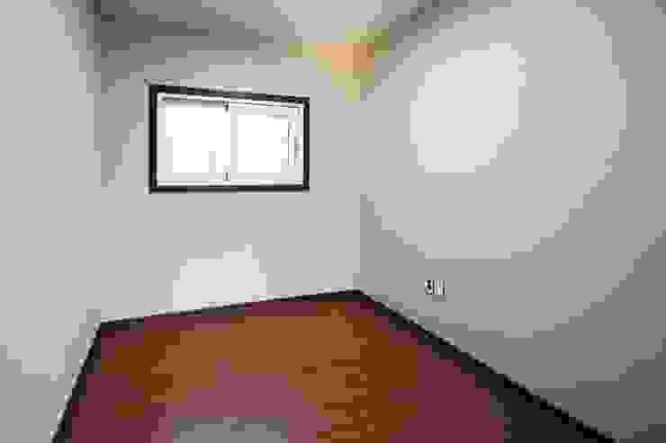 햇살품은 미니멀리즘 주택 [용인 방아리] 모던스타일 침실 by 윤성하우징 모던