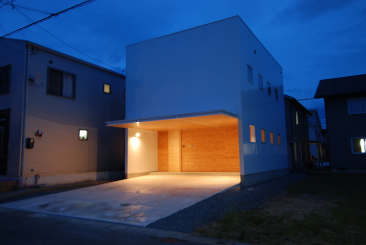 株式会社PLUS CASA Eclectic style garage/shed