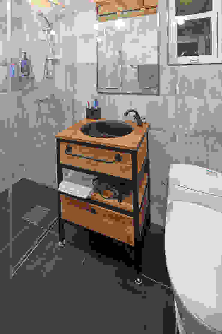 Mediterranean style bathroom by 윤성하우징 Mediterranean