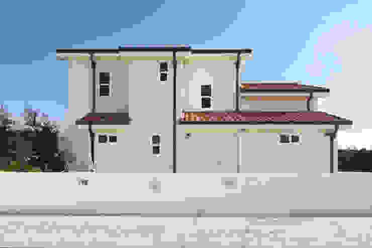 Mediterranean style houses by 윤성하우징 Mediterranean