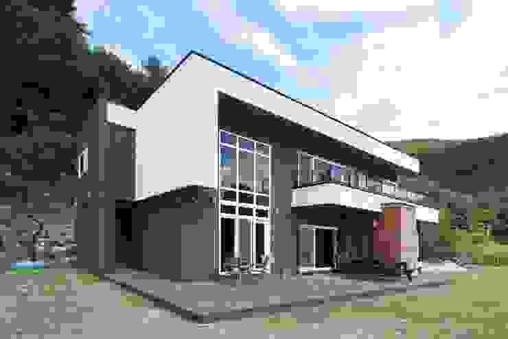 하늘과 직선의 매력이 합해진 집 [양평 명달리] 모던스타일 주택 by 윤성하우징 모던