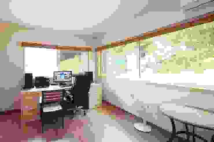 Modern style study/office by 윤성하우징 Modern