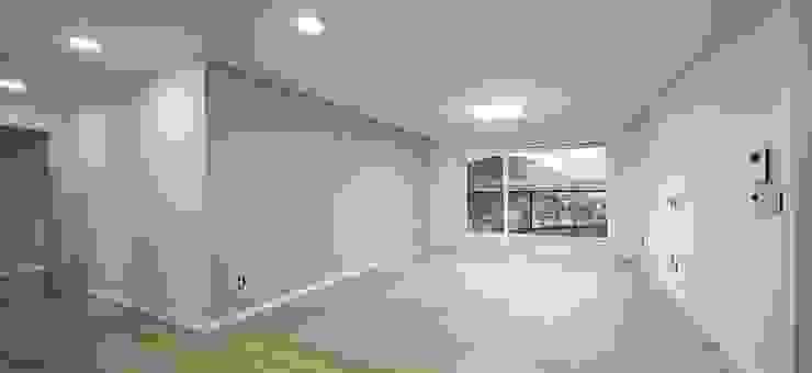 Salon moderne par 윤성하우징 Moderne