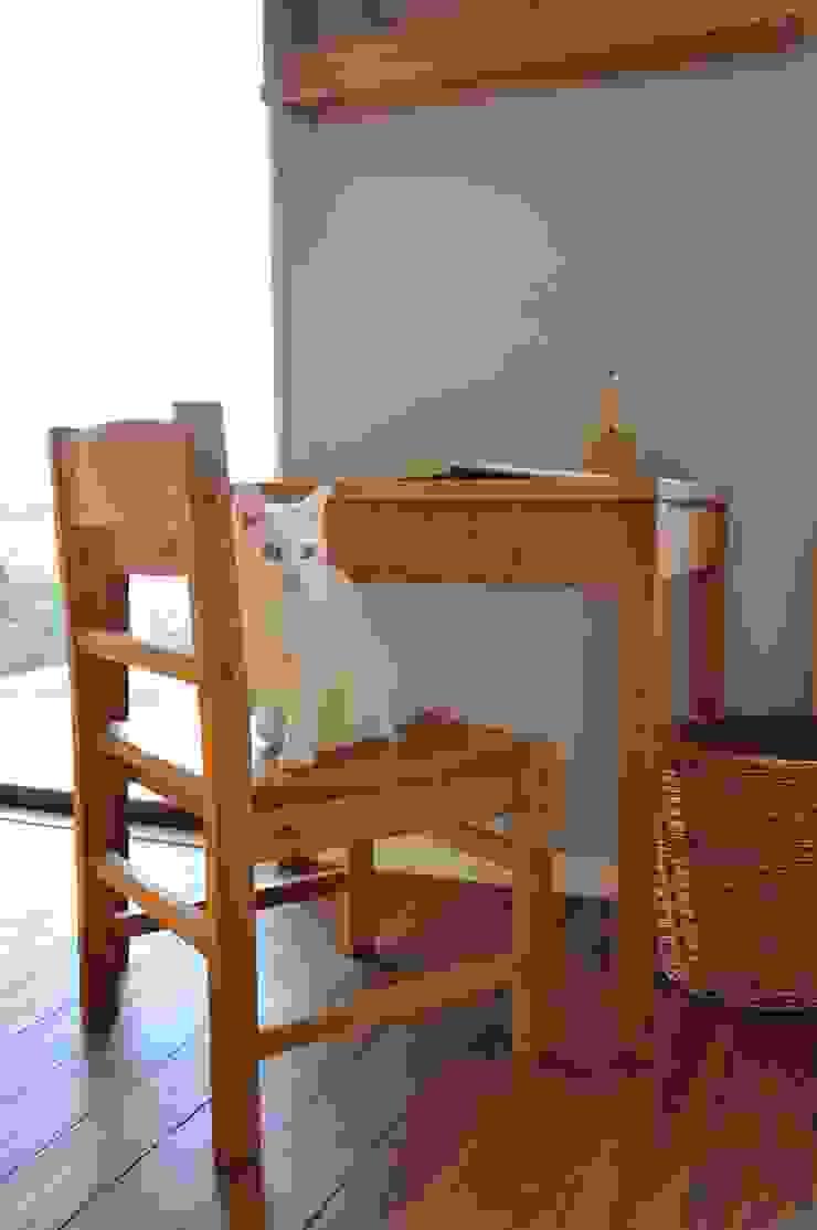 table and chair: WOOD STUDIO KUZE'Sが手掛けたスカンジナビアです。,北欧