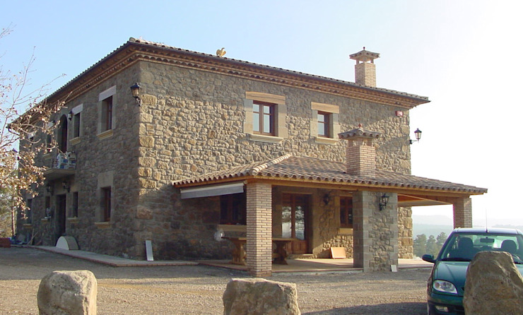 Rustic style houses by ALENTORN i ALENTORN ARQUITECTES, SLP Rustic Stone