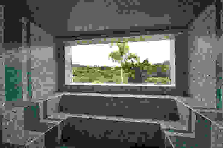 Sauna por Célia Orlandi por Ato em Arte Campestre