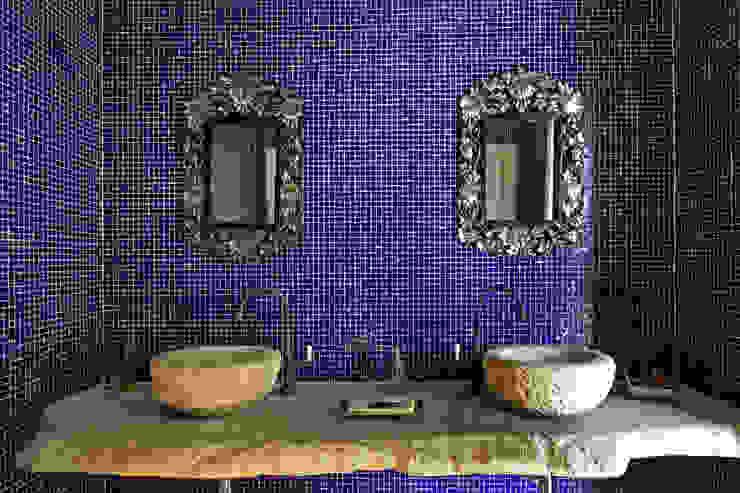 Bancada lavabo: Banheiro  por Célia Orlandi por Ato em Arte