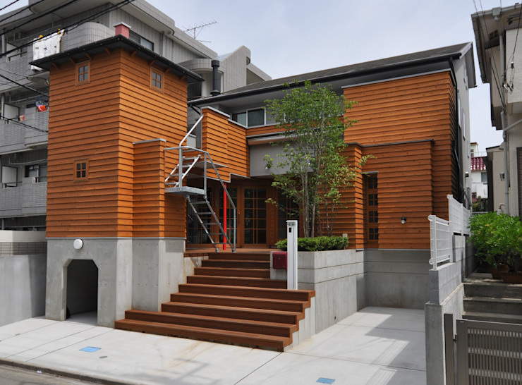 Casas estilo moderno: ideas, arquitectura e imágenes de (株)独楽蔵 KOMAGURA Moderno