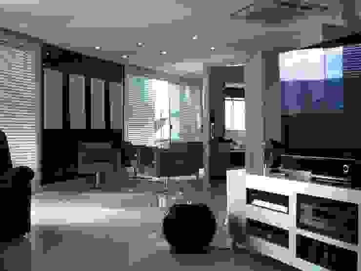 Home Theater cobertura duplex Salas multimídia clássicas por Penha Alba Arquitetura e Interiores Clássico