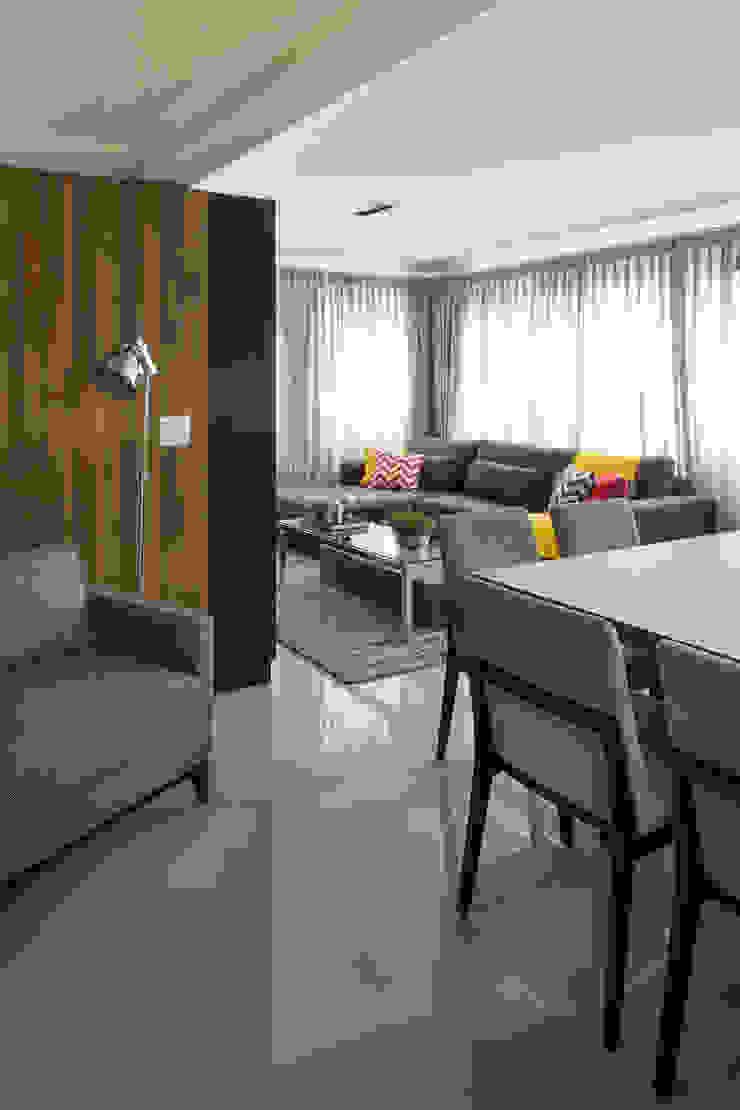modern  by Stefani Arquitetura, Modern Wood Wood effect