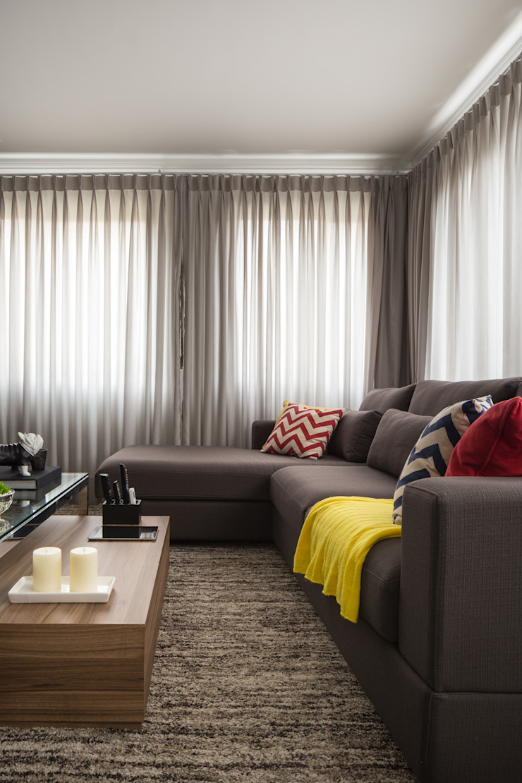 modern  by Stefani Arquitetura, Modern Textile Amber/Gold