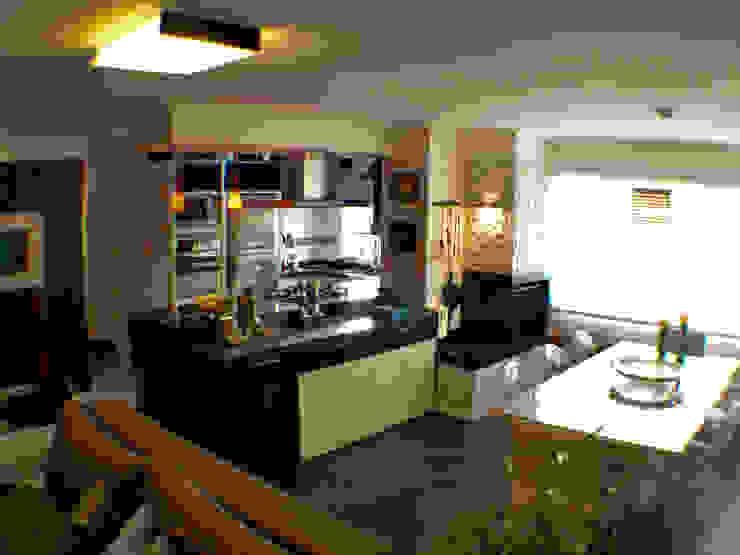 Cozinha e Jantar integrados Salas de jantar clássicas por Sandra Pompermayer Arquitetura e Interiores Clássico