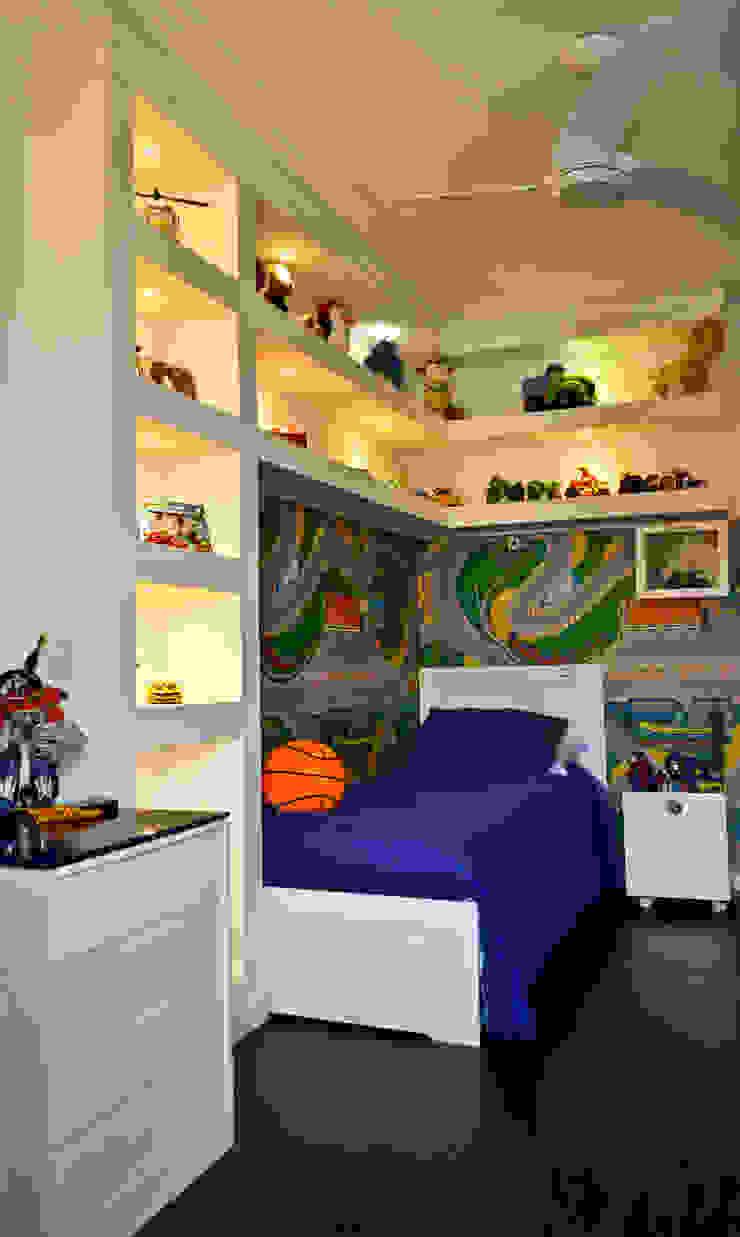 Dormitorio Menino de 5 anos Quarto infantil clássico por Sandra Pompermayer Arquitetura e Interiores Clássico