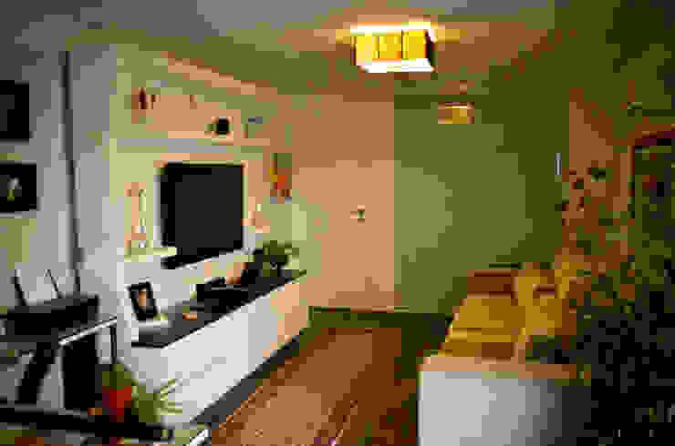 Home Tether / andar superior Salas multimídia clássicas por Sandra Pompermayer Arquitetura e Interiores Clássico