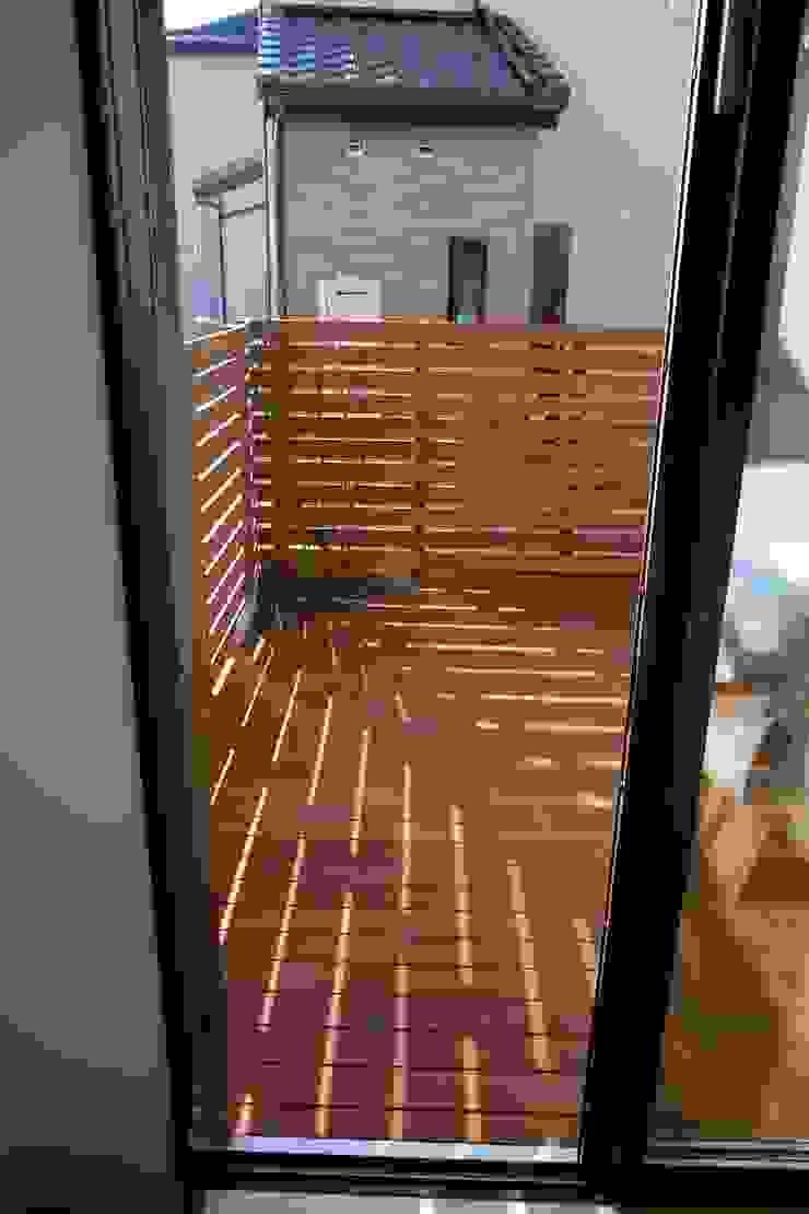 OT House 北欧デザインの テラス の 株式会社グリーンプラス 北欧 木 木目調