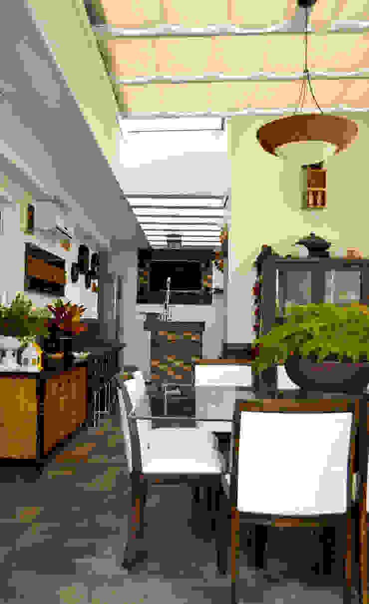 Área Gourmet Varandas, alpendres e terraços clássicos por Sandra Pompermayer Arquitetura e Interiores Clássico