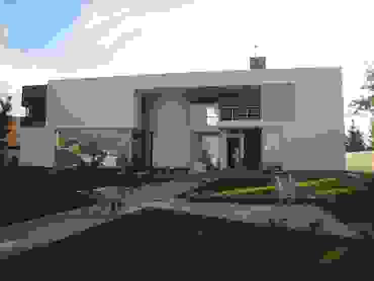 CASA BH Casas clásicas de INSEL electrónica e interiores Clásico