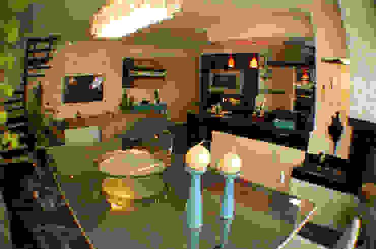 Jantar, tv e cozinha totalmente integrados Salas de jantar clássicas por Sandra Pompermayer Arquitetura e Interiores Clássico