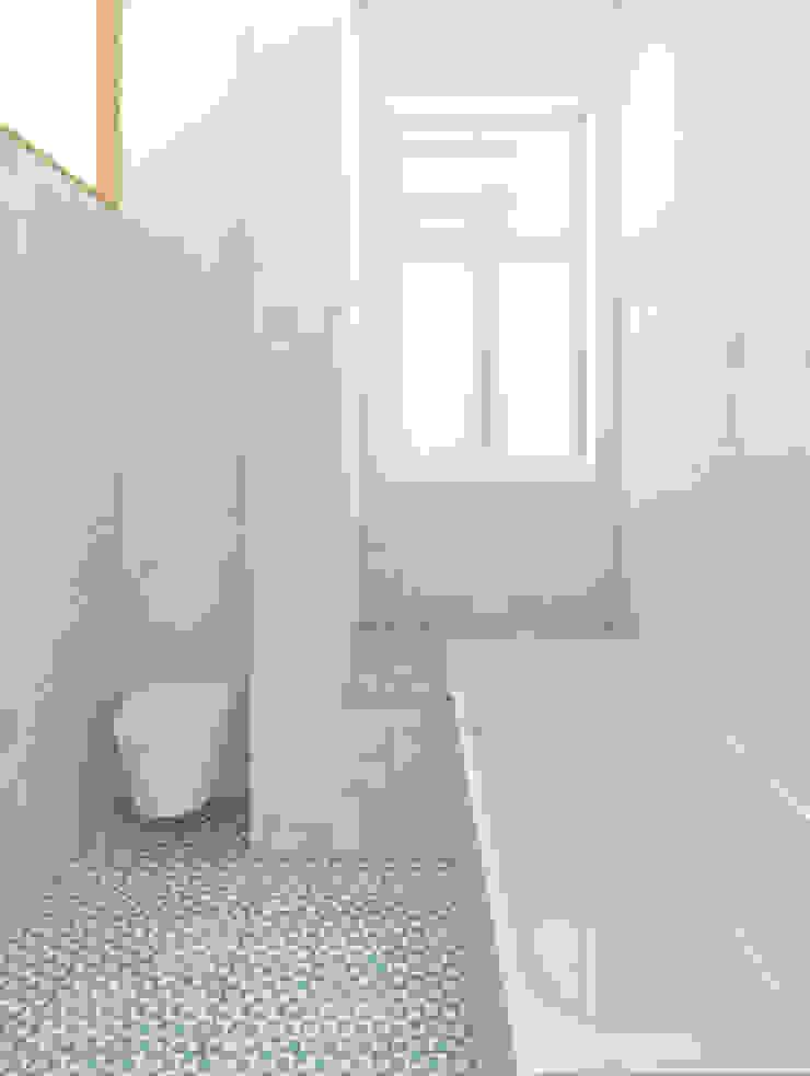 Remodelação de apartamento na Estrela, em Lisboa, de Aurora Arquitectos Casas de banho modernas por AURORA ARQUITECTOS Moderno