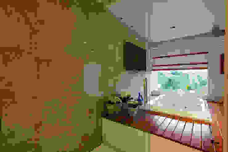 Banheiro Suíte Casal - Vista da Banheira Banheiros modernos por Régua Arquitetura Moderno