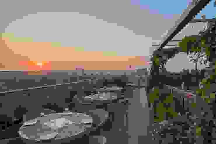 The World of Veg Modern balcony, veranda & terrace by Archtype Modern