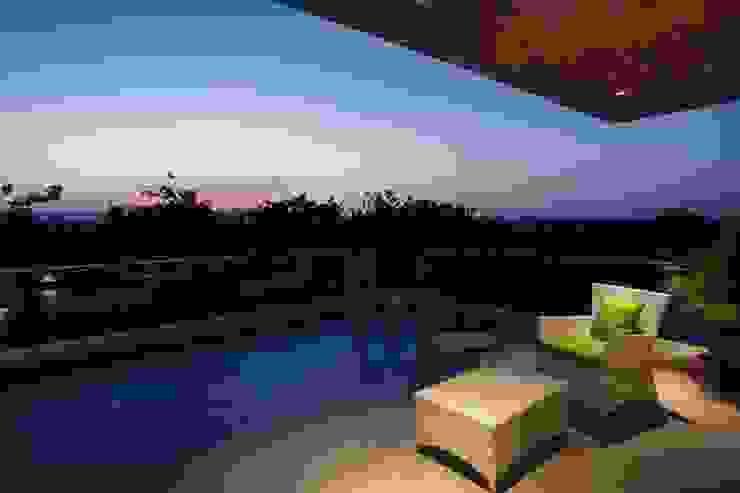 Lunavat residence Modern balcony, veranda & terrace by Archtype Modern