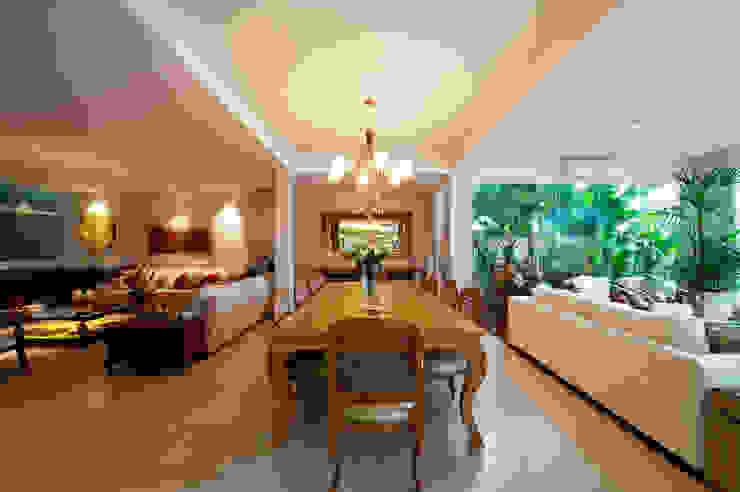 Modern dining room by Régua Arquitetura Modern