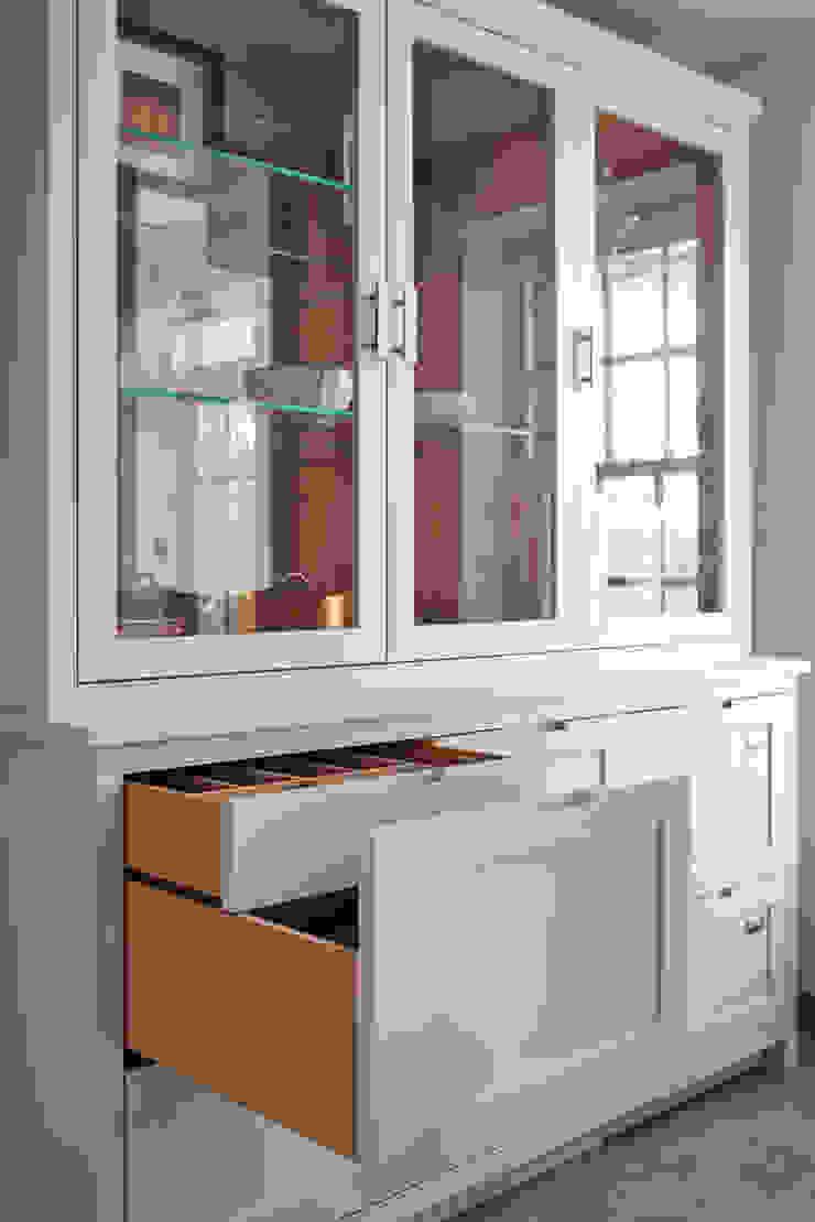 Free standing crockery dresser Holloways of Ludlow Bespoke Kitchens & Cabinetry SalonesAlmacenamiento Madera Gris