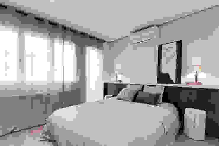 PISO NORD Dormitorios de estilo mediterráneo de Lara Pujol | Interiorismo & Proyectos de diseño Mediterráneo