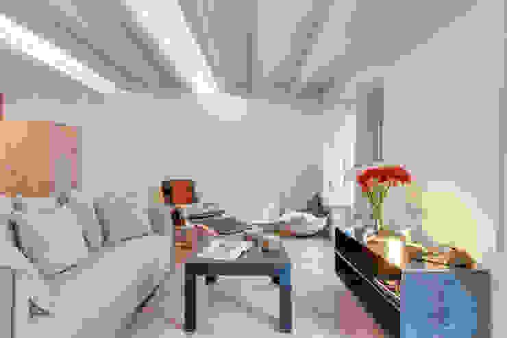 Mediterrane woonkamers van Lara Pujol | Interiorismo & Proyectos de diseño Mediterraan