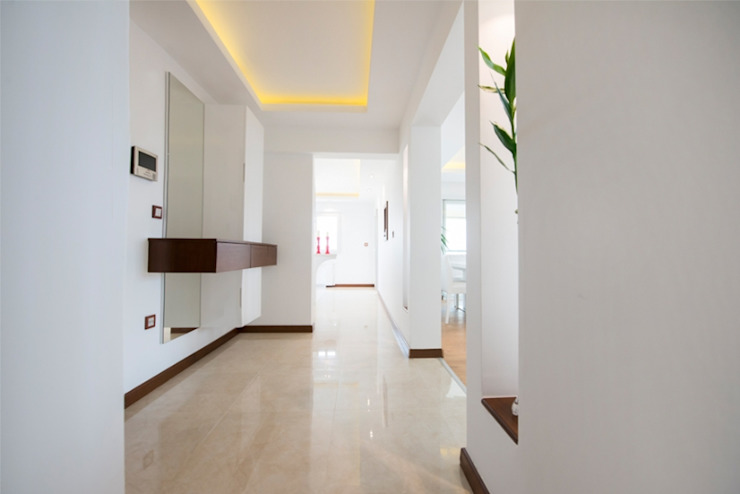 Modern Corridor, Hallway and Staircase by BAGO MİMARLIK Modern