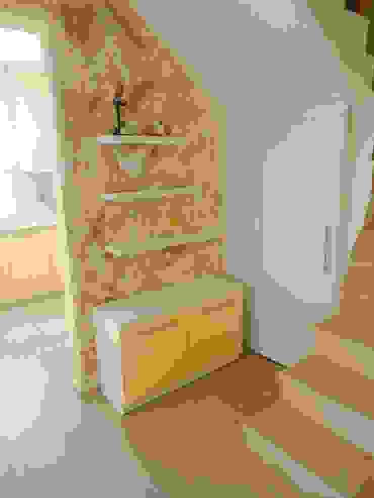 Pasillos, vestíbulos y escaleras modernos de BAGO MİMARLIK Moderno
