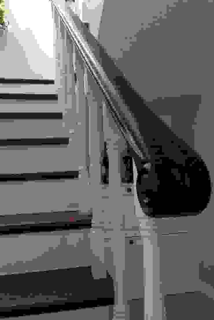 BAGO MİMARLIK Modern Corridor, Hallway and Staircase