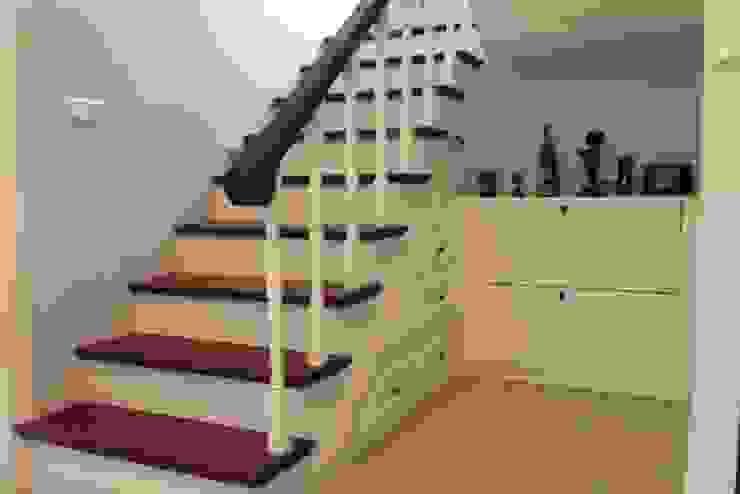 Modern corridor, hallway & stairs by BAGO MİMARLIK Modern